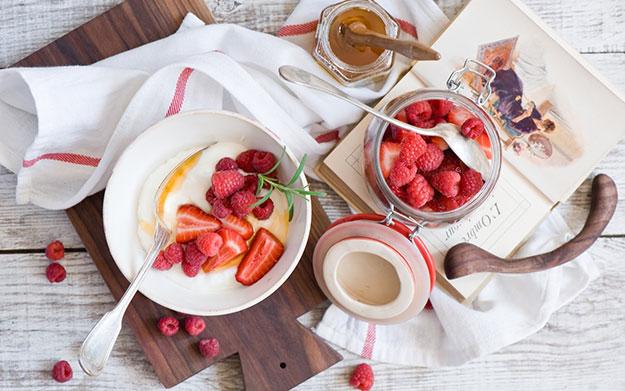 Healthy-Fruit-Breakfast