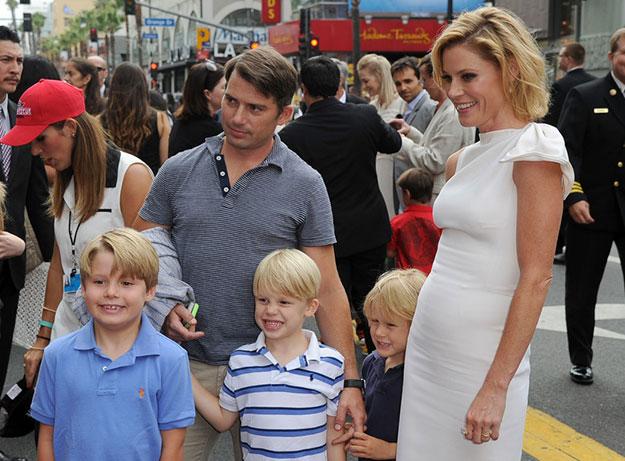 Julie Bowen With Her husband and Kids Source: zimbio.com