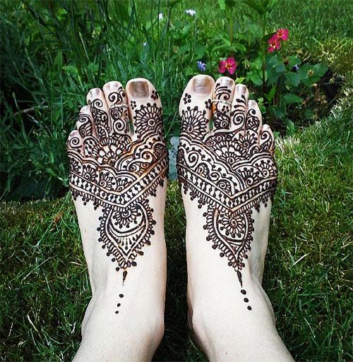 Stylish and Intricate Henna Design