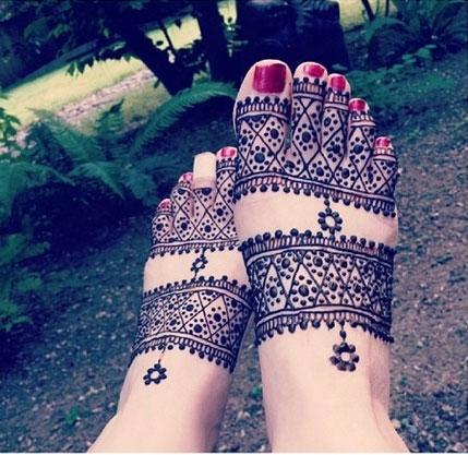 Stylish Foot Henna Design