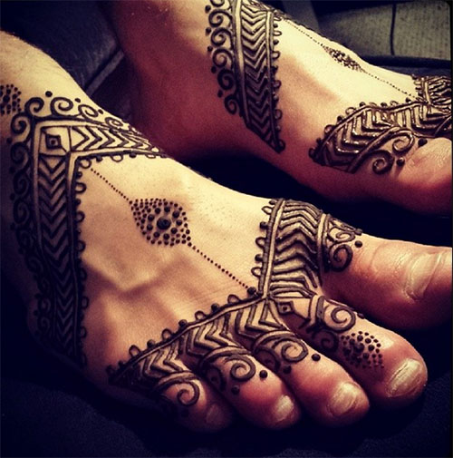 Henna with Dots, Patterns and Swirls