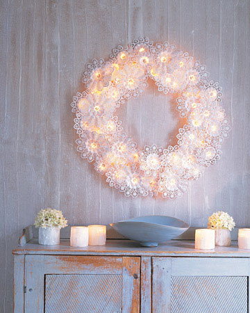white lighted christmas wreath source emmalinebridecom - White Christmas Wreath