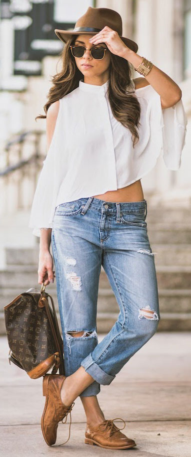 Cropped Blouse Boyfriend Jeans Outfit