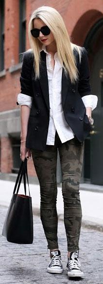 Camo Jeans Black Blazer Outfit