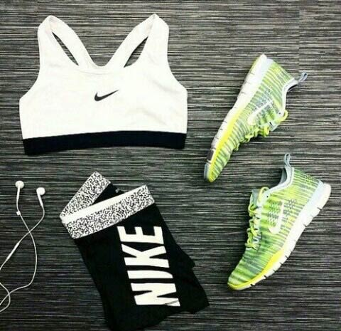 Black and White Workout Outfit for Women