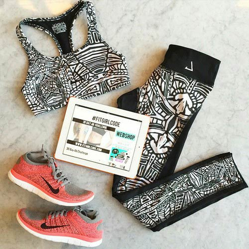 Black and White Two Piece Workout Outfit