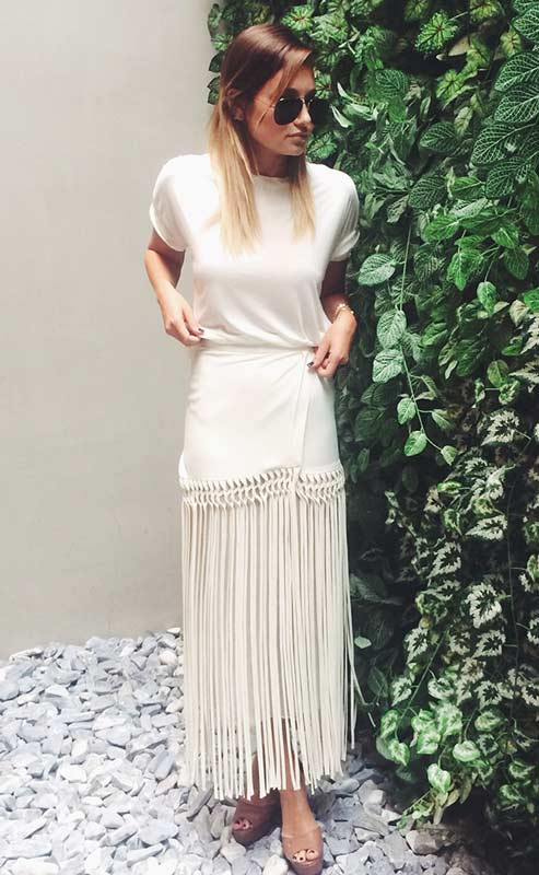 All White Maxi Skirt Outfit Idea