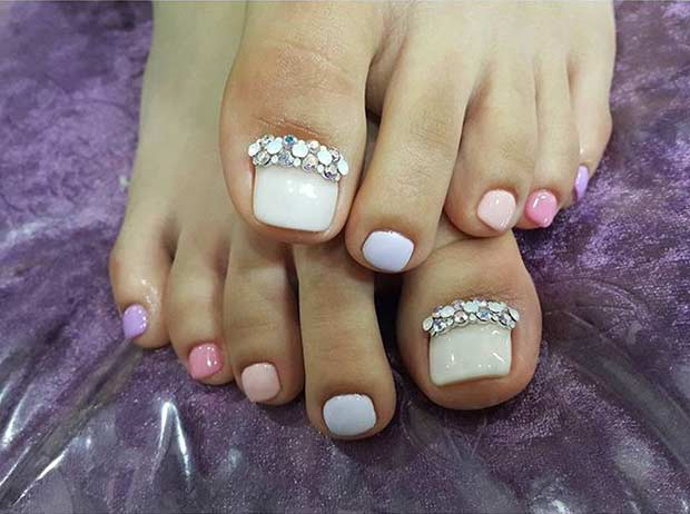 Simple Pastel Pedicure with Rhinestones - 31 Easy Pedicure Designs For Spring Page 3 Of 3 StayGlam
