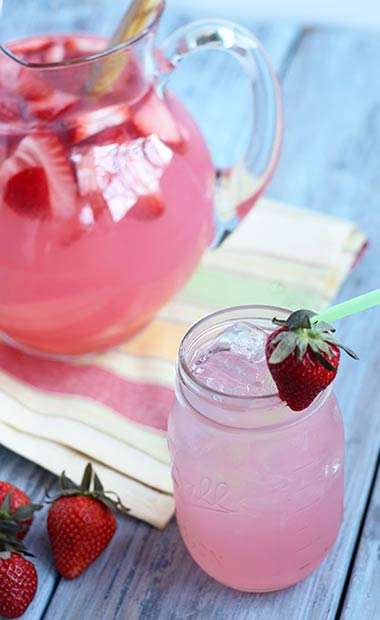 3 ways to make a delicious hippie juice cocktail stayglam for Delicious drink recipes with vodka