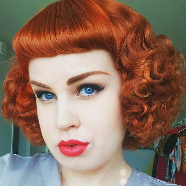 Pin Up Tight Curls Coiffure