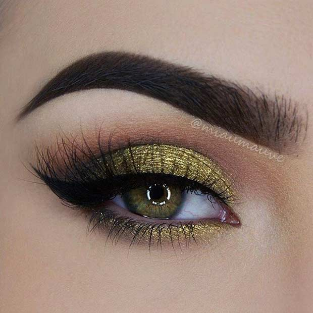 Gold Glitter Smokey Eye Makeup Look