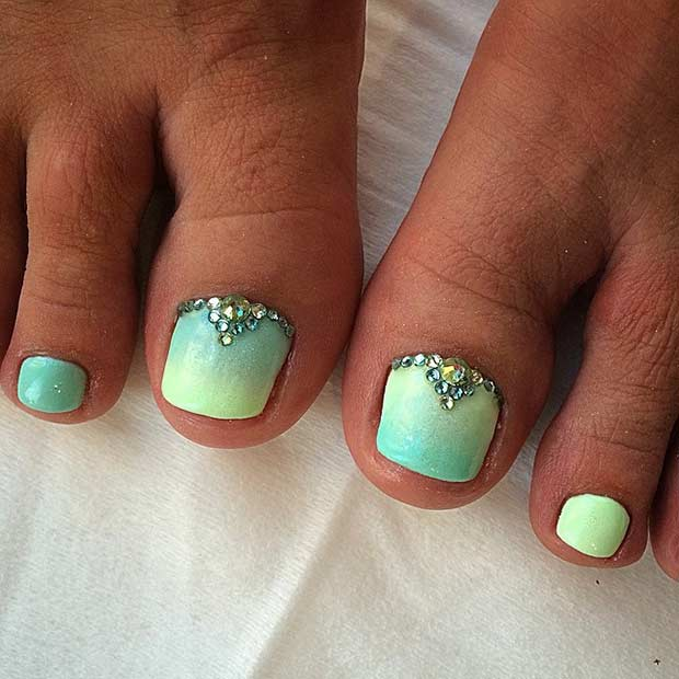Ombre Green Bling Toe Nail Design - 25 Toe Nail Designs That Scream Summer Page 2 Of 2 StayGlam