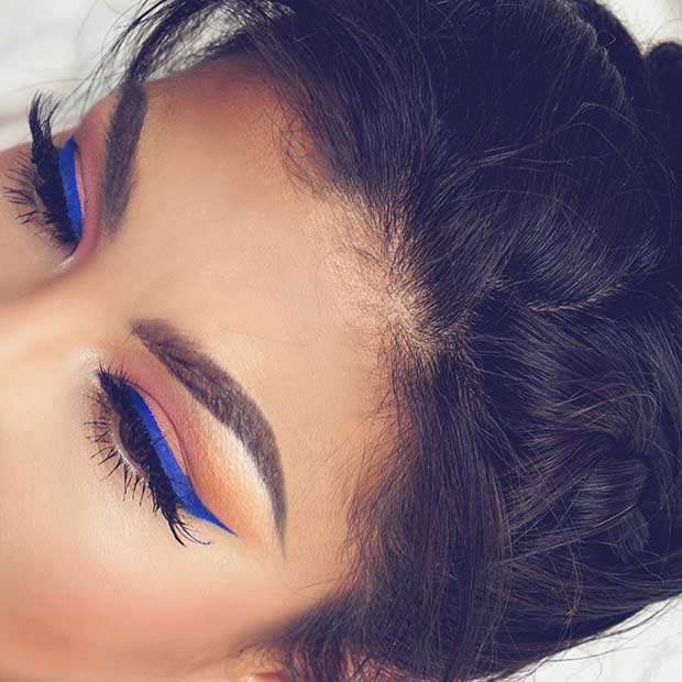 Blue Eyeliner Summer Makeup Look