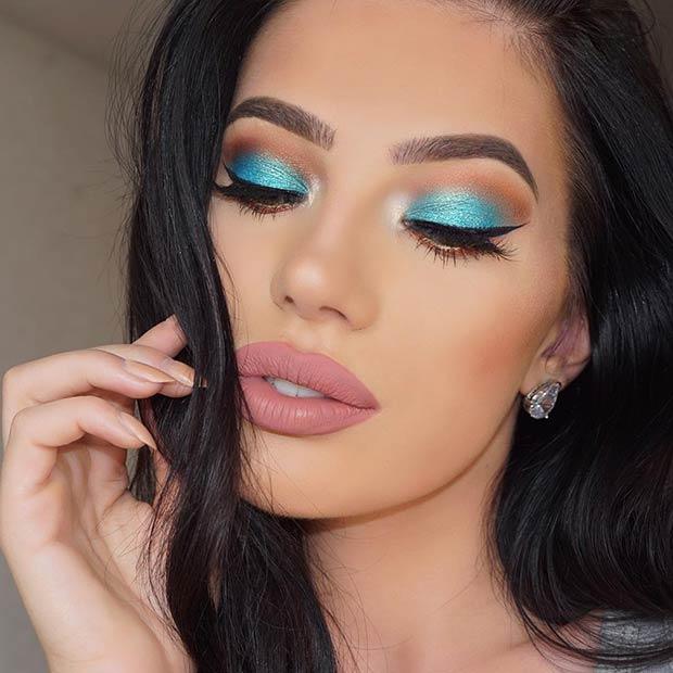Turquoise Blue Smokey Eye Look