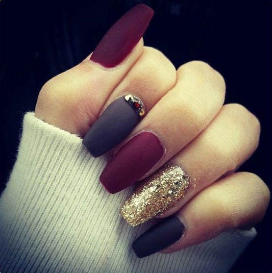 25 cool matte nail designs to copy in 2017 stayglam black burgundy and gold matte nail design prinsesfo Image collections