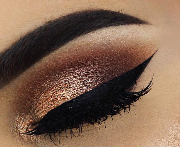 Gold and Brown Eye Makeup Idea for Christmas