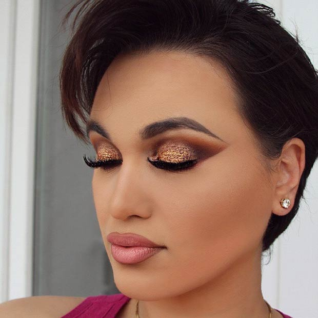 Elegant Gold Glitter Makeup Idea for Christmas