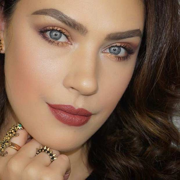 Glittering Gold Makeup for Spring