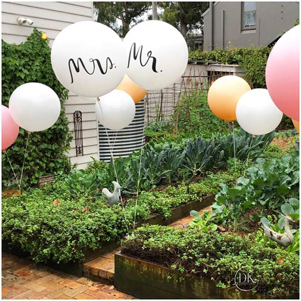 Mr and Mrs Balloons for a Spring Wedding