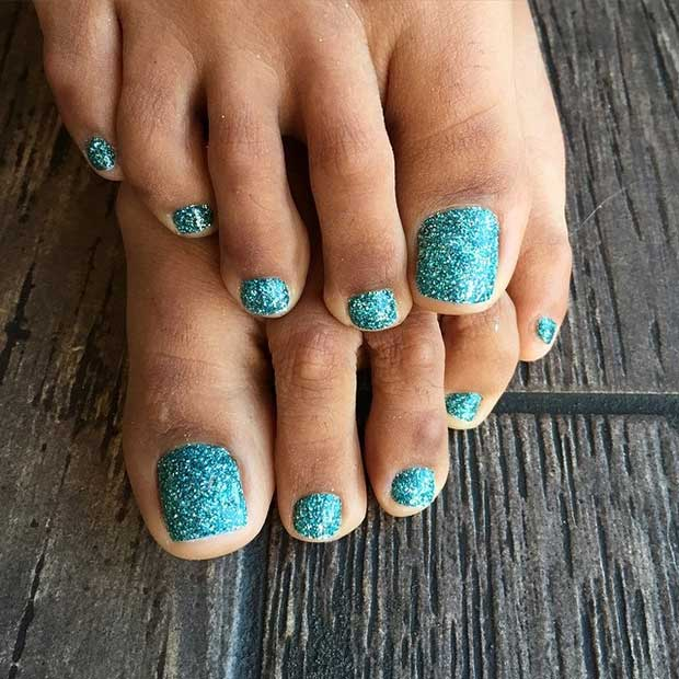 Green Glitter Toe Nail Design for Spring and Summer