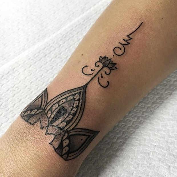 2dfcbd63c3355 21 Trendy Mandala Tattoo Ideas for Women - crazyforus