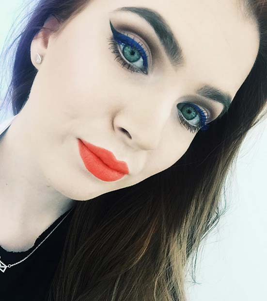 Blue Eyeliner and Bright Lipstick Spring Makeup Idea