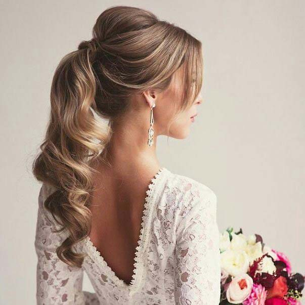 Curled Vintage Style Ponytail Idea for Prom