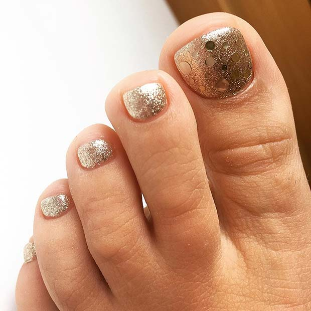 Gold Glitter Design for Wedding Pedicure Idea for Brides