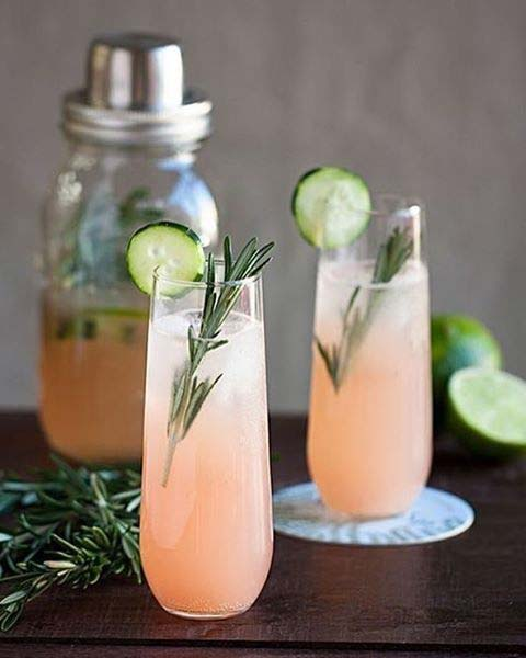 Grapefruit and Rosemary Fizz Fruity Summer Cocktail Idea for Women