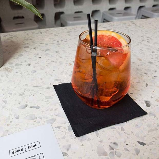 Aperol Spritz Orange Fruity Summer Cocktail Idea for Women