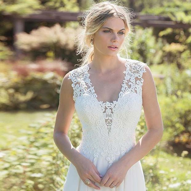 Delicate Lace Detail and Strap Design for Summer Wedding Dresses for Brides
