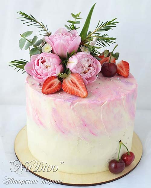 Pretty Cake with Flowers and Fruit for Summer Wedding Cakes