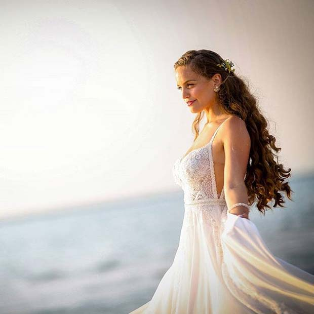 Beautiful Cut-Out Detail for Summer Wedding Dresses for Brides
