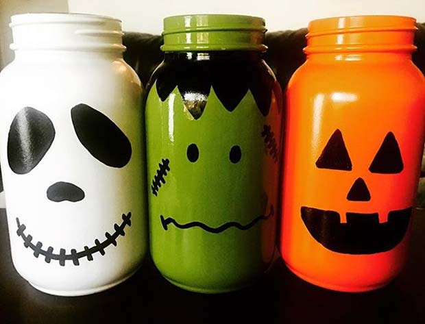 Painted Halloween Jars for Fun DIY Halloween Party Decor