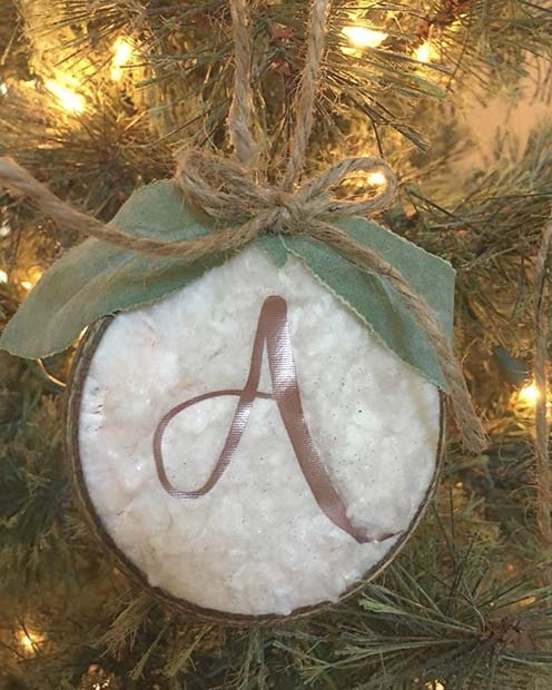 Cute Christmas Tree Decoration for Farmhouse Inspired Christmas Decor