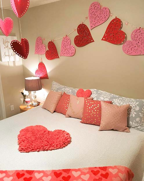 Cute Valentine's Day Bedroom Decor Idea