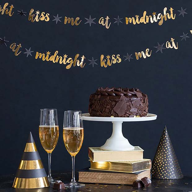 23 new years eve party ideas stayglam - Magnificent new year office decoration ...