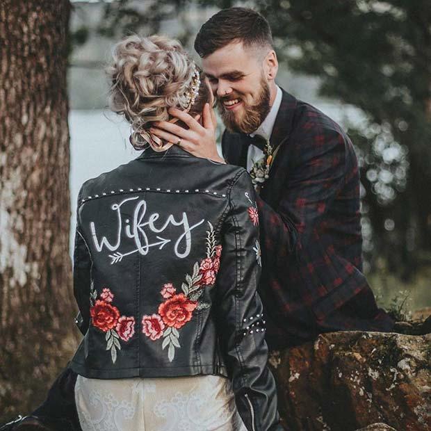 Cute Wifey Wedding Photo Idea