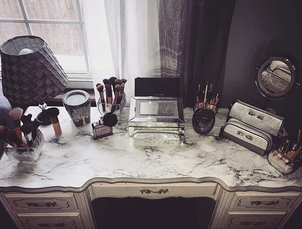 Elegant and Chic Vanity Table Idea