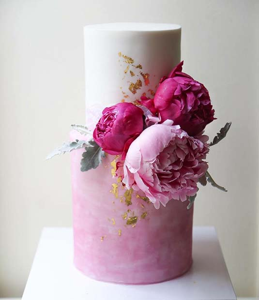 Bright Wedding Cake Idea for a Spring Wedding