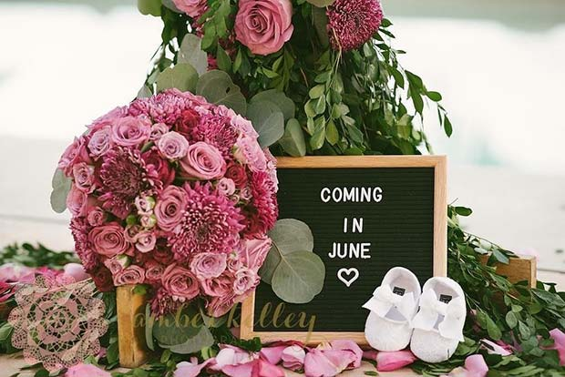 Floral Pregnancy Announcement Idea