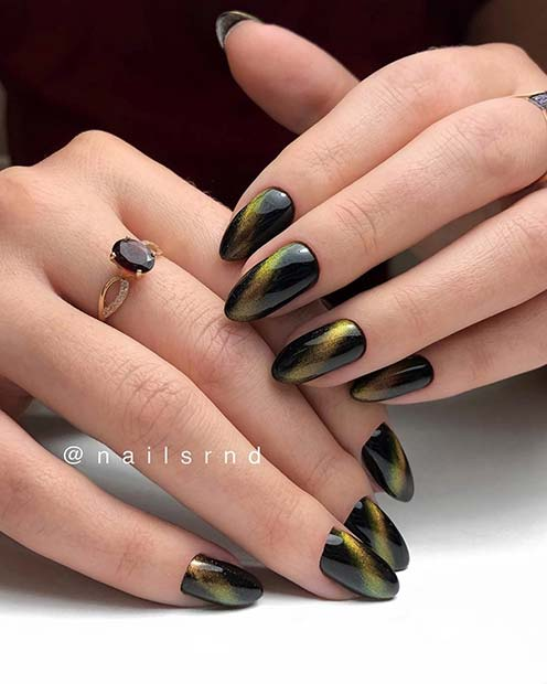 Black Nails With A Flash Of Gold