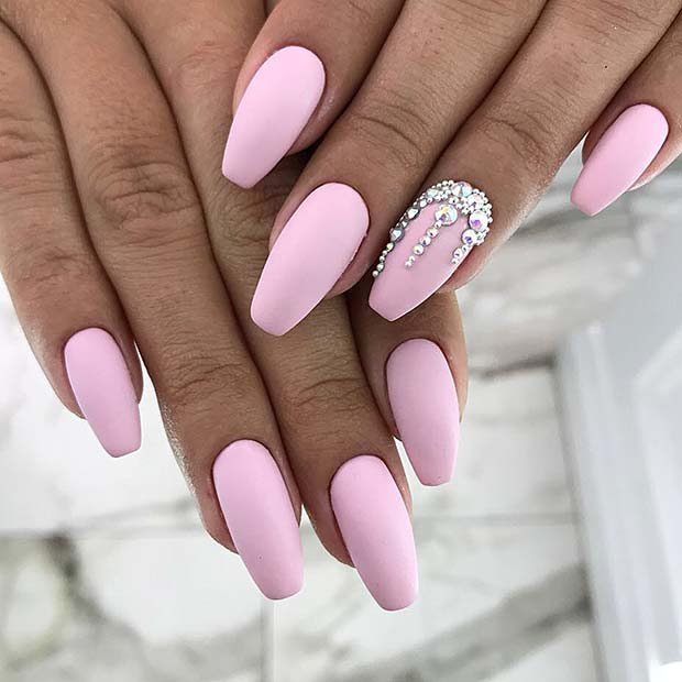 21 Ridiculously Pretty Ways To Wear Pink Nails Page 2 Of 2 Stayglam The design creates an ombre look and the finished result is glam and statement making.