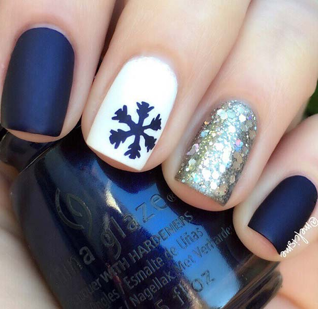 Chic Blue Holiday Nails