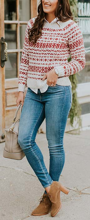 Cute Christmas Sweater and Jeans Outfit Idea