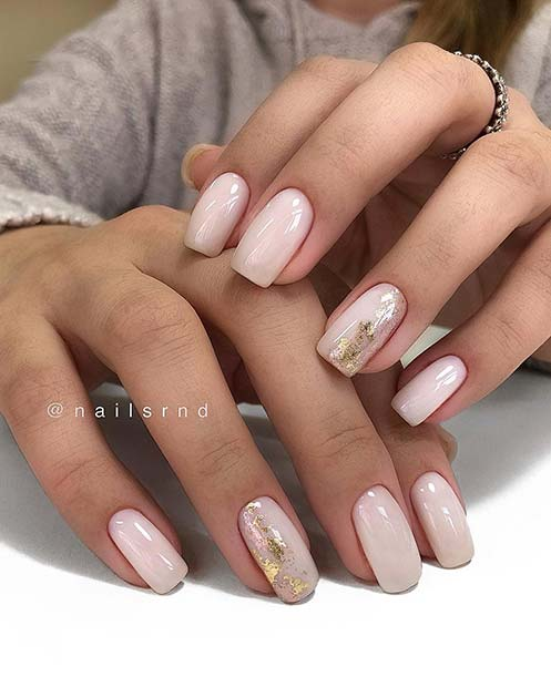 Stylish Short Acrylic Nails with Gold