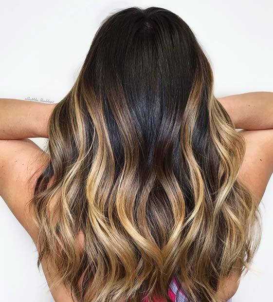 Schwarzes Haar mit goldblonden Highlights &quot;width =&quot; 561 &quot;height =&quot; 620 &quot;/&gt; <p class=