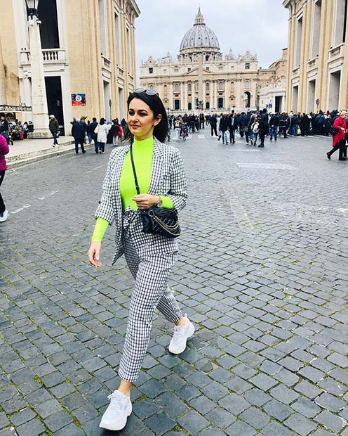 Chic Neon Outfit Idea