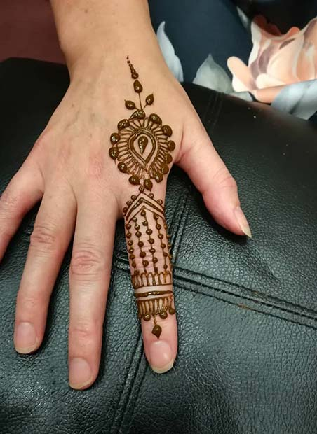 Henna Finger Design