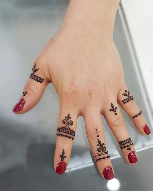 Henna Finger Designs: 23 Simple Henna Designs That Are Easy To Draw